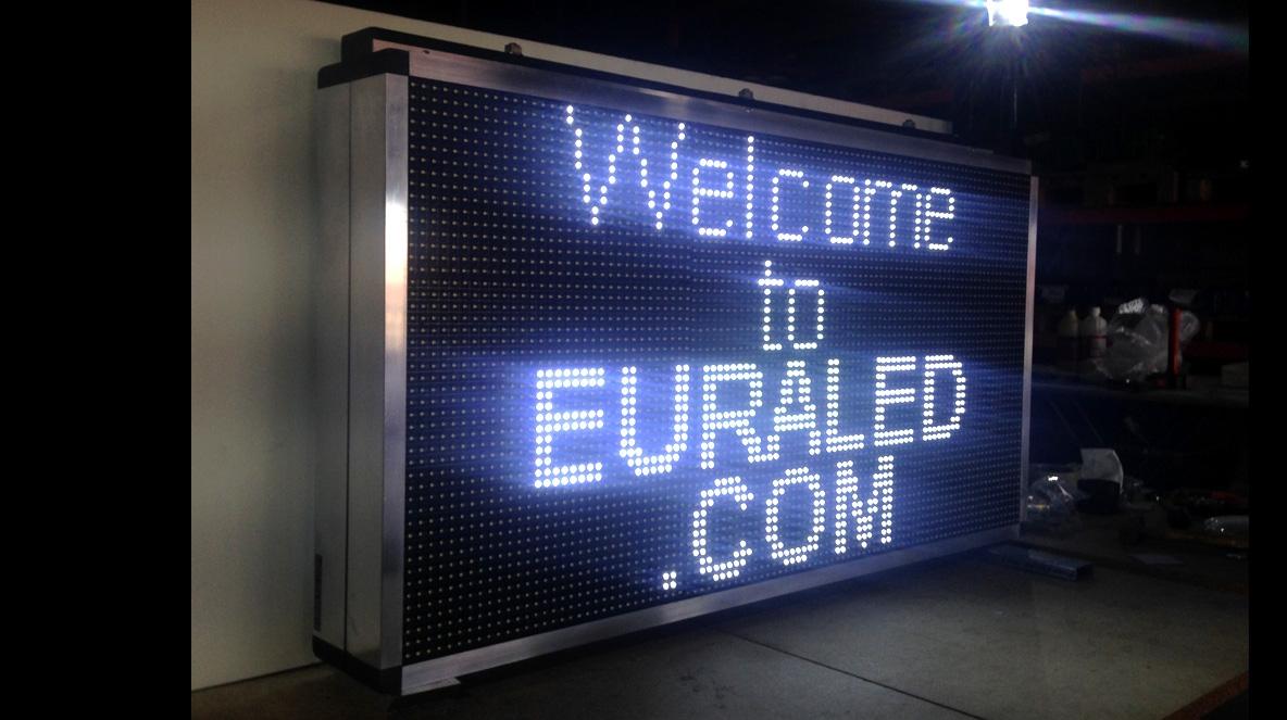 Journal lumineux led panneau led defilant ecran geant for Panneau exterieur publicitaire